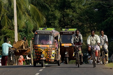 Rickshaw Challenge Tamilnadu Run Chennai Tamil Nadu crazy adventure tuk tuk race in India street cyclists traffic