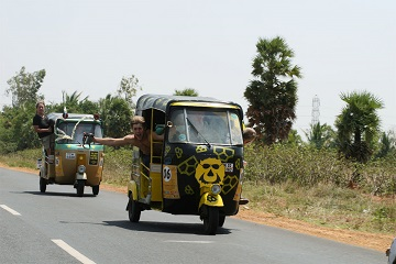 Rickshaw Challenge is a wacky race in India from the Travel Scientists. Race tuk tuks! This is the time and place to go crazy